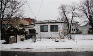 Maison originale en hiver-seule-jpeg
